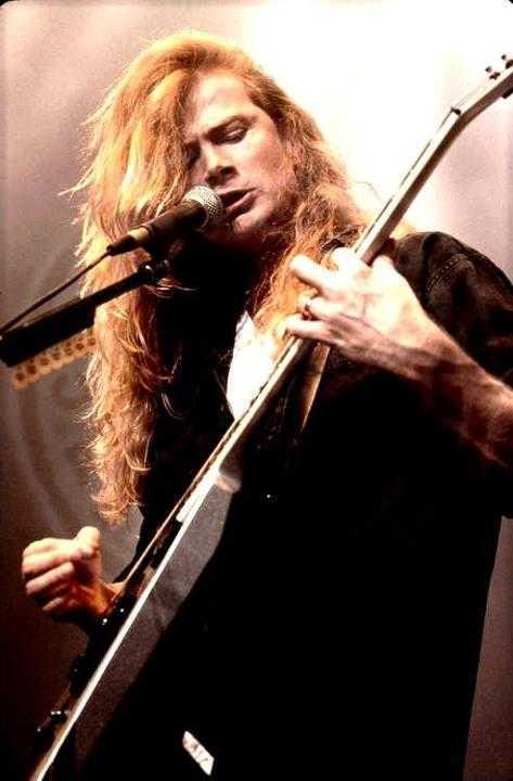 dave mustaine ギターを弾きながら歌う大佐ちゃん