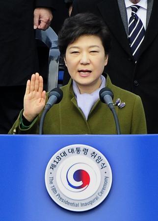 朴槿惠(パク・クンヘ)大統領、国民幸福基金で1億以下融資延滞者33万人の借金の半分を帳消しへ