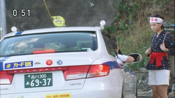 主人公の父親は個人タクシーの運転手だが、何とその個人タクシーが【GRANDEUR】(グレンジャー)という韓国現代自動車(ヒュンダイ)の車となっている!