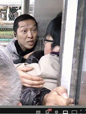 平成25年2月23日、神奈川の竹島奪還デモ終了後、東神奈川駅で待ち伏せし、桜井誠会長を集団襲撃したレイシストしばき隊の伊藤大介(3月17日にはベンツで新大久保のデモ妨害)