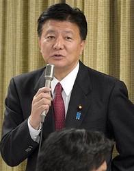 新藤義孝総務相は20日昼、東京・九段北の靖国神社を参拝した。