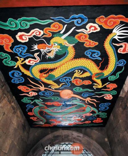 復元された韓国の文化遺産『南大門』が公開 → まったく復元出来ていないwwwww 復元後