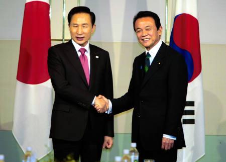 日本政府(麻生政権)は韓国の要請に応え、2008年12月12日、「通貨交換協定」(日韓通貨スワップ協定)の支援枠拡大に合意した。