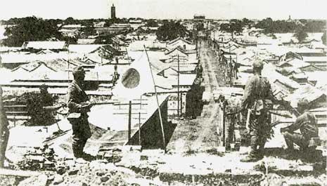 1937年7月30日、通州事件翌日の通州。南門から北門方面を見る。
