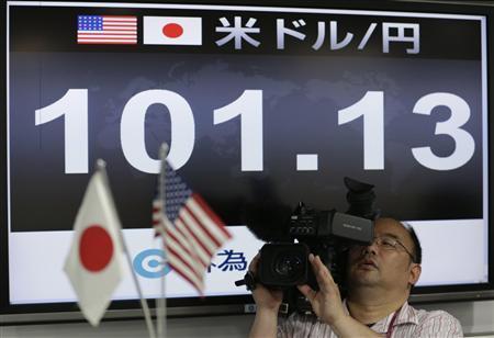 約4年1カ月ぶりに1ドル=101円台を示す為替モニター