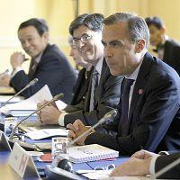ロンドン郊外で開かれたG7財務相・中央銀行総裁会議(左奥は麻生財務相)=AP