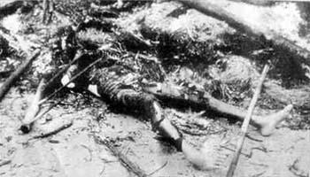 韓国軍に焼かれた住民(J・ボーンアメリカ海兵隊伍長撮影)