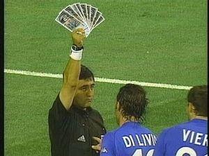 イタリア戦で主審を務め、韓国から買収されて露骨なインチキ判定を連発したエクアドル人審判のバイロン・モレノは、その後FIFA(国際サッカー連盟)から国際審判資格をはく奪され、麻薬密輸業に転職し、逮捕