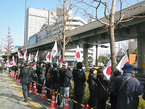 平成24年3月11日、反天連の暴挙である東日本大震災慰霊式典反対活動に対して、抗議する有志たち