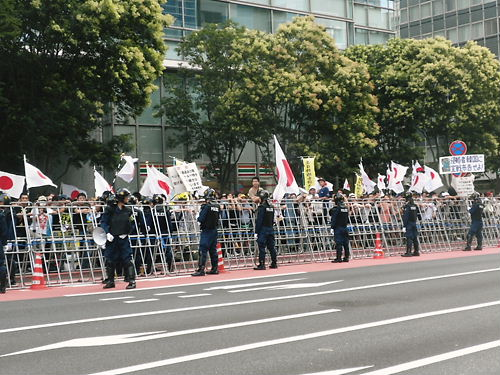 平成24年(2012年)8月15日 反天連のデモのカウンター【マジキチ「反天連デモ」を守るため、日本国民を檻の中に封じ込める機動隊】