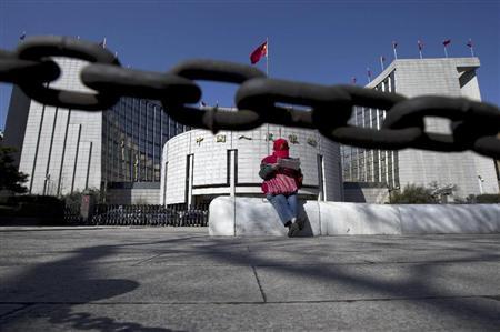 """北京の中心部にある中国人民銀行本店。""""影の銀行""""に脅える中央銀行が金融危機を回避するには、その閉鎖的な体質を打破し、透明な西洋型の市場原理を導入することが必要とみられている(AP)"""