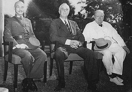 カイロ会談:蒋介石、ルーズベルト、チャーチル(1943年11月25日)
