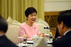 中国の習近平国家主席との昼食会で話す韓国の朴槿恵大統領=2013年6月28日、A