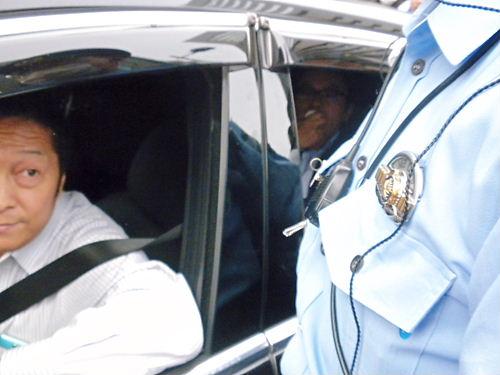 noiehoie 平成25年6月9日、銀座などで行われた【中山成彬議員の国会答弁を周知するデモ】にレイシストしばき隊が車で突入