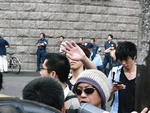 モヒカン登場!在日外国人犯罪者追放デモin新大久保・有田「奴らを包囲する」→警察に囲まれる20130630