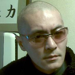 有田芳生と中指を立ててツーショットに収まっていたレイシストしばき隊「oscar」
