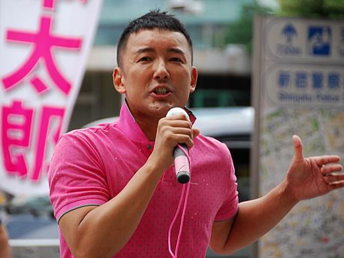 中核派のホームページ「前進」のトップにデカデカと掲載されている山本太郎の参議院選挙演説写真