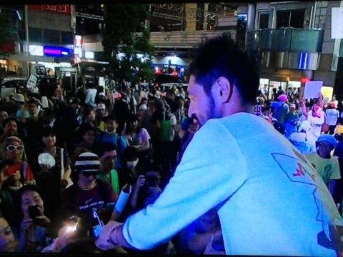 選挙戦最終日。渋谷ハチ公前で行われた「選挙フェス」には多くの人が集まった