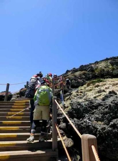 韓国の最高峰は済州島の漢拏山(1950m) 登山道のほとんどはこんな感じだそうだ