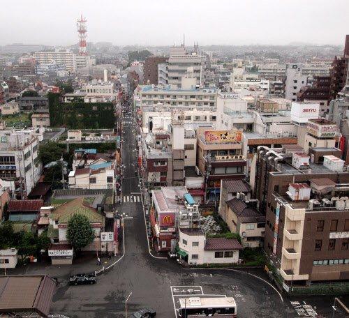 パチンコ店が出店を予定していた東京都国分寺市の国分寺駅北口。再開発事業の対象区域となっている.