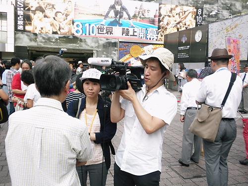 基地外女乱入!花時計街宣「靖国神社へ行こう!」・韓国人記者「ドイツ人はヒトラーを拝まない!」20130813