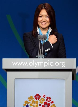 IOC総会で、東京のプレゼンテーションをするパラリンピック陸上の佐藤真海選手=7日、ブエノスアイレス(ゲッティ=共同)