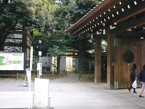 平成25年9月22日、靖国神社に放火目的で侵入!自称韓国人カン・ヨンミン(23)を逮捕!警視庁公安部・翌23日視察20130923