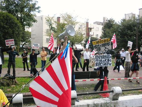 平成25年9月22日、靖国神社に放火目的で侵入!自称韓国人カン・ヨンミン(23)を逮捕!警視庁公安部・翌23日視察20130923嘘つき売春婦のお出迎え街宣