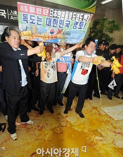 現代の韓国人は、人糞をまいて意思表示