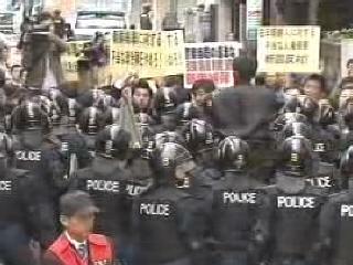 「帰れ、帰れ」総連関係者が怒号(2008年10月29日、「新宿KSビル」)