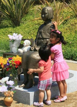 米グレンデール市に設置された慰安婦の像