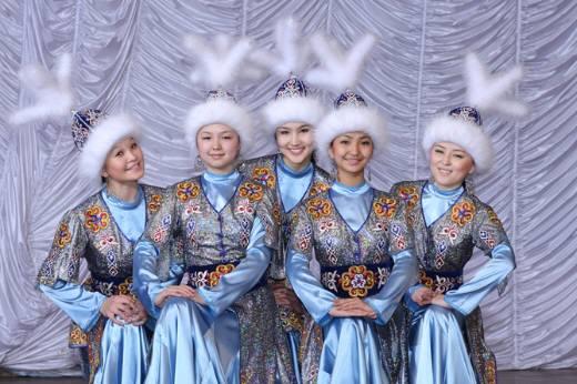 キルギスの女性たち(在日キルギス人協会のサイトより)