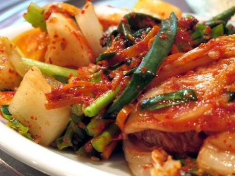 「食べ残し食材の再利用」が合法?韓国グルメの意外なリスク