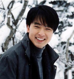 パク・ヨンハさんに花輪「謹んでご冥福をお祈りします」「日本国 元内閣総理大臣 安倍晋三 昭恵」
