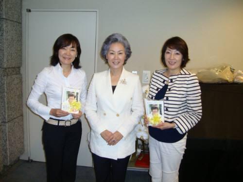 真ん中がヨンハのお母様、右は重光真奈美さん