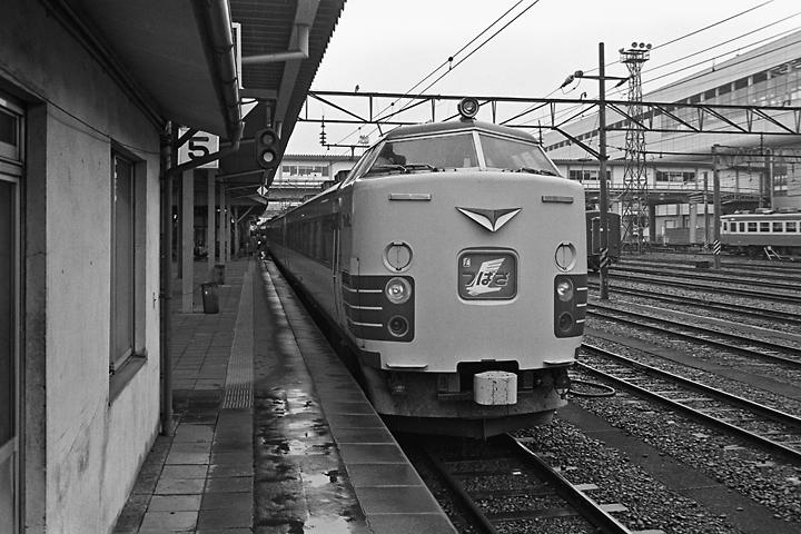 600319奥羽本線特急つばさ_福島駅