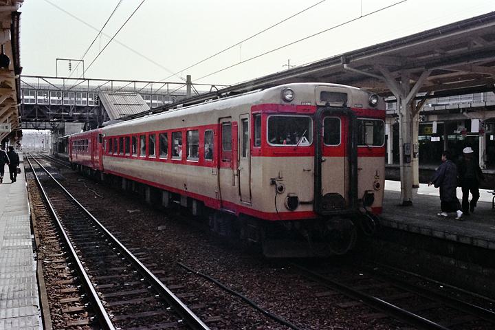 600320奥羽本線_秋田駅_キハ28+キハ40普通列車