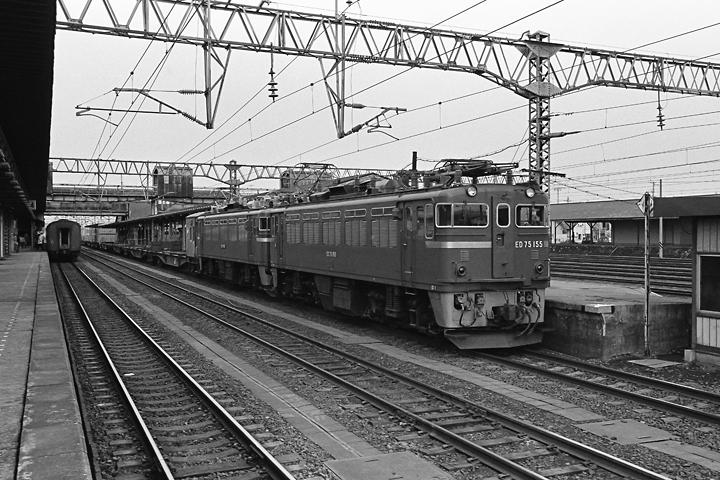 600321東北本線_八戸駅_ED75重連コンテナ列車