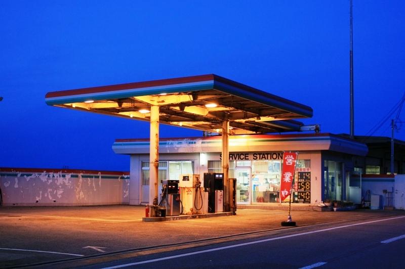海辺のガソリンスタンド