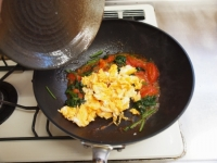トマトとほうれん草の卵炒め42