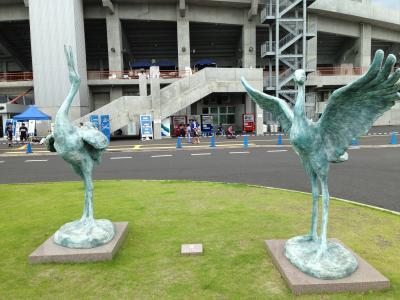 ケーズデンキスタジア鶴銅像