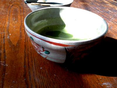 赤絵渋草焼の茶碗