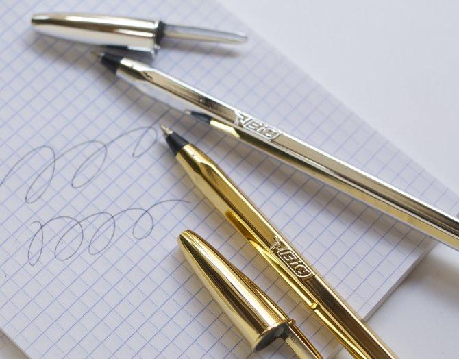 BIC 限定ボールペン 先+全体(1)