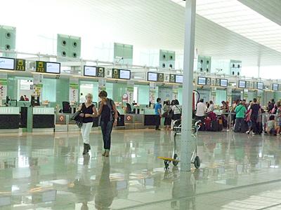 バルセロナ空港の出発ロビー
