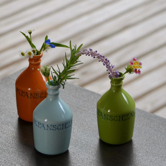 compradoor 現代の波佐見焼コンプラ瓶 左端の柿色が幻の茶色の瓶によく似ていた
