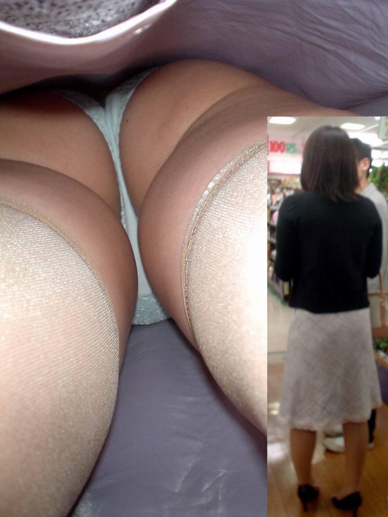 ぽっちゃり 逆さ撮り 買い物、仕事中のミニスカ素人を背後から逆さ撮り高画質画像