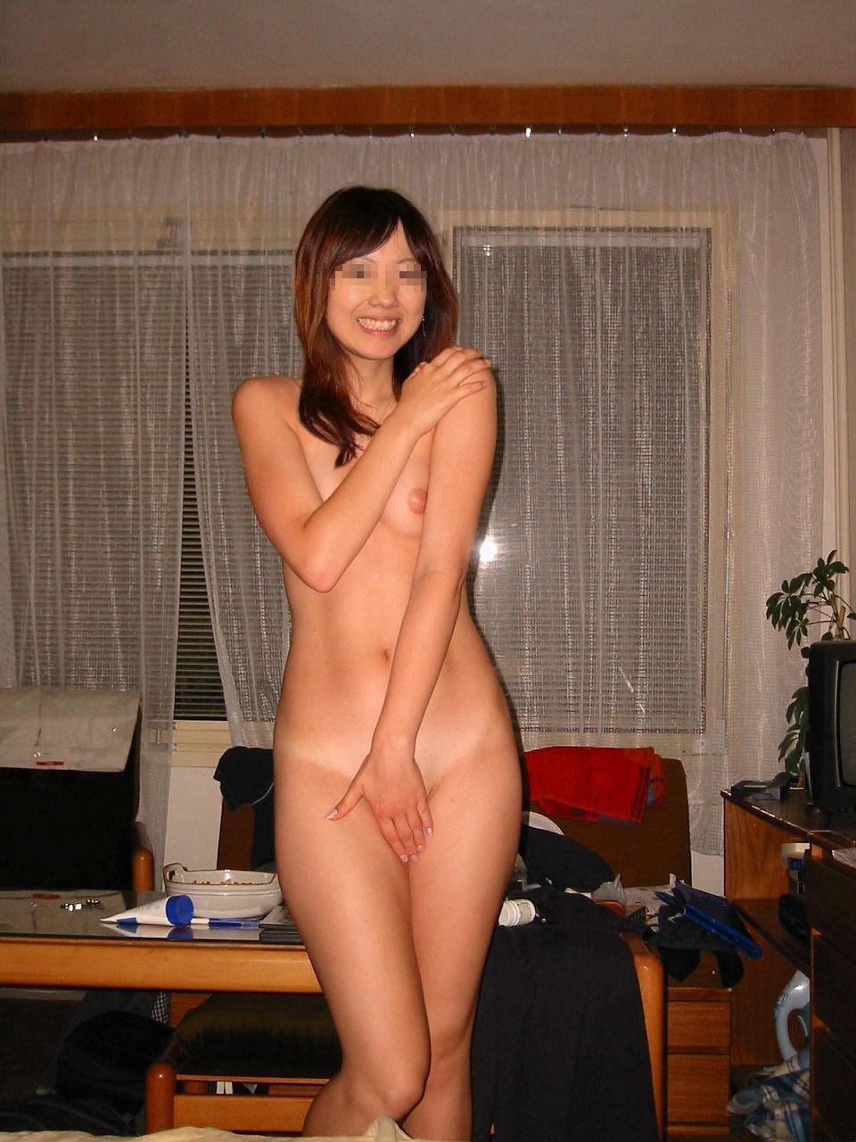 女学生裸体 うちの会社の女性社員がネット上でヌード写真公開されてるwww
