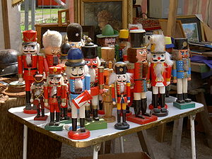300px-Nutcrackers_soldiers_Berlin_2006.jpg