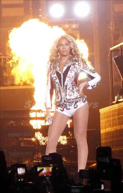 Beyoncé_131229_02