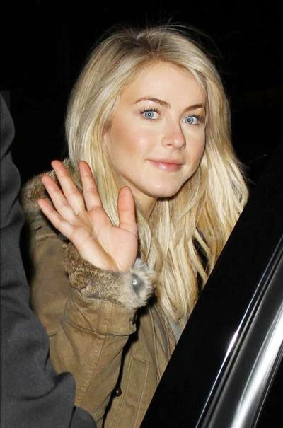 Julianne_Hough_131230_01.jpg